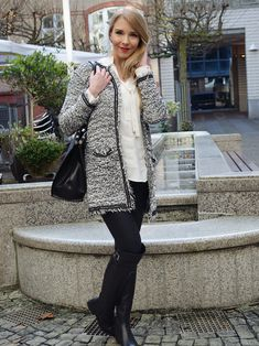 Hamburg City Chic - A fav all black and white look with black leather overknees and a Bouclé-Cardigan by Mango. Today up on Belle Mélange http://www.belle-melange.com/city-chic/