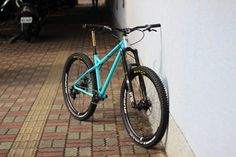 Andorran steel frame and retro race car lovers, Production Privée has announced an update to their enduro SHAN hardtail. Mountain Bikes For Sale, Mountain Bike Reviews, Mountain Bike Shoes, Mountain Bicycle, Mountain Biking, Cannondale Mountain Bikes, Shoes For Less, Mtb Shoes, Architecture