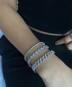 Simple Jewelry, Cute Jewelry, Jewelry Trends, Jewelry Accessories, Pretty Ear Piercings, Fashion Jewelry, Women Jewelry, Candy Jewelry, Accesorios Casual
