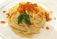 Spaghetti saltati con cipolle fondenti e bottarga