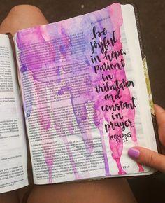 i love this stained look! on pinny on insta ? Bible Drawing, Bible Doodling, Scripture Art, Bible Art, Bible Study Journal, Art Journaling, Romans Bible, Bibel Journal, New Bible