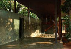 Image 24 of 26 from gallery of Belavali House / Studio Mumbai. Photograph by Studio Mumbai Tropical Architecture, Space Architecture, Sustainable Architecture, Residential Architecture, Contemporary Architecture, Architecture Details, Pavilion Architecture, Japanese Architecture, Modern Tropical House