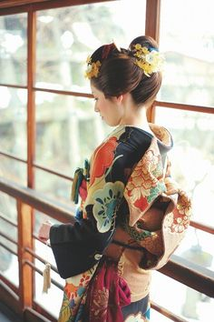 新生スタートです! の画像|髪結いがはじめた着物屋 「縁-enishi-」のブログ Geisha Book, Geisha Hair, Japanese Costume, Japanese Kimono, Japanese Art, Beautiful Japanese Girl, Japanese Beauty, Traditional Wedding Attire, Traditional Outfits