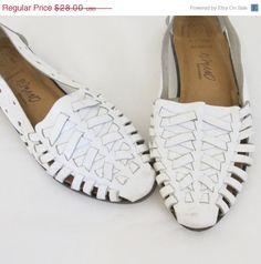 Vintage White Woven Leather Huarache Sandals /// Flats /// Size 6 1/2