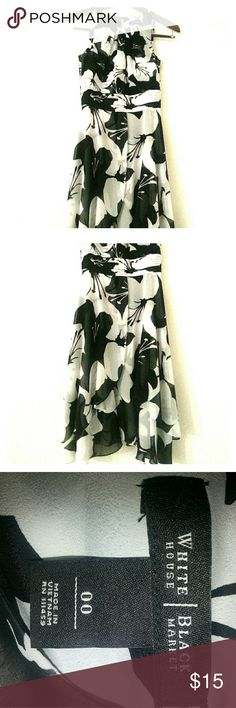 whbm floral b&w print dress damn, this is gonna look so good on someone who's been working their delts & biceps. show off your ability to lift heavy things & still look feminine in this brand new knee-length flowing dress. back has a zipper & small button at the nape of the neck. don't screw this up. buy this before it's gone. White House Black Market Dresses Midi