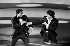 Muhammad Ali joke fighting Sylvester Stallone at the 1976 Oscars. Sylvester Stallone, Jackie Stallone, Rare Pictures, Rare Photos, Cool Photos, Vintage Photos, Ryan O'neal, Mohamed Ali, Chuck Norris