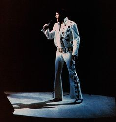 Elvis in concert at the Madison Square Garden in june 10 1972