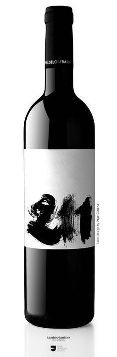 I always dig the classic Chinese brush strokes, giving it an edgy dark feeling. Wine Bottle Design, Wine Label Design, Wine Bottle Labels, Beverage Packaging, Bottle Packaging, Wine Guide, Wine Brands, In Vino Veritas, Design Graphique