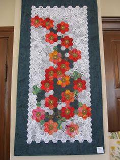 .. ... jeg har været til udstilling på Thisteds gamle Rådhus, den lokale patchworks   forening Limfjordsgruppen  udstiller tæpper og an...