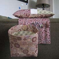 PDF Tutorial - Elizabeth's Fabric Focus ~ Pincushion and Thread Catcher. I so need one of these. I keep losing my scissors under the sewing machine.