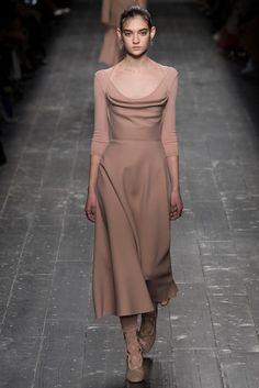 2016-17秋冬プレタポルテコレクション - ヴァレンティノ(VALENTINO)ランウェイ|コレクション(ファッションショー)|VOGUE JAPAN