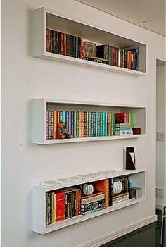 Sempre fui viciada em livros, e no meu antigo quarto, eu tinha uma pequena prateleira sobre a minha cama, onde eu deixava aqueles livros fin...