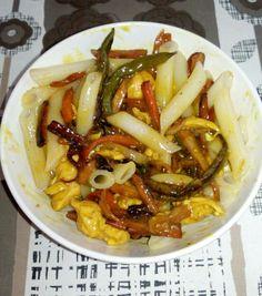 I při dietě se dobře a zdravě napapám 😀. Kuřecí prsa se zeleninou a rýžovými těstovinami...... Kung Pao Chicken, Ethnic Recipes, Food, Diet, Essen, Meals, Yemek, Eten