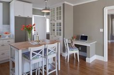 neutrales Farbschema für die Wohnküche-graue Wandfarbe-rustikale Arbeitsplatte aus Holz
