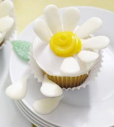 She Loves Me Cupcakes! Could make these the Daisy colors and have the girls add them to their own cupcakes