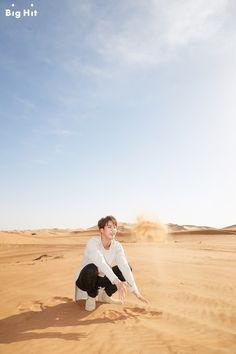 [STARCAST] Let's enjoy the summer holiday together! BTS in Dubai! [160803] #JIN Feel the sense of desert sands.