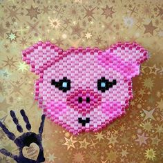 Et une barrette de plus pour fifille. #motifmiyukiestdanslepre #lescrapestdanslepré #pink #rose #miyuki #jenfiledesperlesetjassume #luminousbeads #pig #cochon #perlezmoidamour #perleusecompulsive #perlesandco #cute Seed Bead Patterns, Peyote Patterns, Beading Patterns, Stitch Patterns, Seed Bead Bracelets, Seed Bead Jewelry, Art Perle, Barrette, Beaded Animals