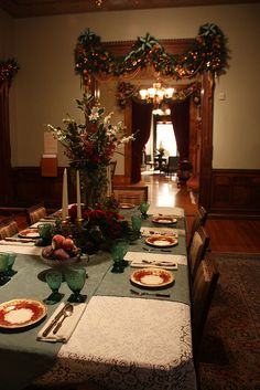 victorian hoiday decor | Victorian Holiday Decor in Glenview at the Hudson River Museum ...