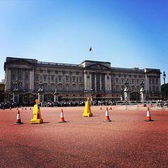 Happy Birthday!!! #queen #birthday #london  #buckinghampalace