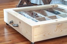 DIY under bed shoe organizer. See how to build a shoe DIY under bed shoe organizer with transparent top and moveable dividers. Shoe Organizer Under Bed, Under Bed Organization, Under Bed Shoe Storage, Under Bed Drawers, Platform Bed With Storage, Bed Frame With Storage, Diy Organizer, Organization Ideas, Shoes Organizer