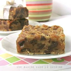 Salted Caramel and Chocolate Chunk Bars   une Gamine dans la Cuisine - Chewy, chunky chocolate blondie bars with a layer of salty caramel