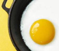Become A Master At Cooking Sunnyside Up Eggs With This Neat-To-Know Tip