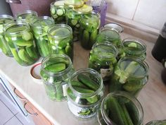 SAVANYÚ UBORKA KAPORRAL (tartósítószer nélkül)! Évek óta így készítem, nagyon finom és még soha nem romlott meg egy sem! – Befőttek, kompótok, savanyúság receptek Pickles, Cucumber, Mason Jars, Food And Drink, Canning, Vegetables, Diabetes, Mason Jar, Vegetable Recipes