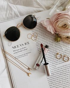 This is Beautiful Ring Jewelry Made of Gemstones. Flat Lay Photography, Jewelry Photography, Fashion Photography, Photography Ideas, Fred Instagram, Photo Instagram, Ray Ban Sunglasses, Sunglasses Women, Round Sunglasses