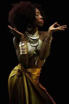 BANTU QUEEN- The Renaissance  Model:Andrea Bomo  Photographer:William Nsai  Body painting art:Keullion  Muse:ISIS, Egyptian goddess of rebirth, of the moon, of magic and Giver of Life. She embodied the model on which future generations of female deities in other cultures were to be based.