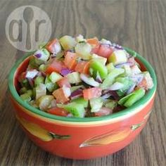 Rhabarbersalsa - Ich hab dieses Rezept erfunden, als ich eine Riesen Rhabarberernte hatte und da ich lieber sauer als süß esse hab ich mit Salsa und Rhabarber experimentiert und das Ergebnis war fantastisch. @ de.allrecipes.com