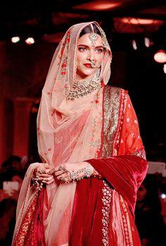Deepika Padukone in Anju Modi at the Blenders Pride Fashion Tour 2015 Bollywood Fashion, Bollywood Actress, Bollywood Celebrities, Pakistani Bridal Wear, Punjabi Wedding, Hottest Pic, Fashion Beauty, Classy Fashion, Ladies Fashion