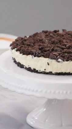 This original cake impresses with the typical oreo biscuit taste, completed by a creamy cream. Without baking! This original cake impresses with the typical oreo biscuit taste, completed by a creamy cream. Without baking! Homemade Vanilla, Homemade Desserts, Easy Cake Recipes, Dessert Recipes, Oreo Dessert, Biscuit Oreo, Oreo Biscuits, Cupcakes Oreo, Pumpkin Spice Cupcakes