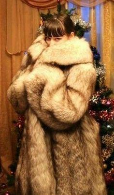 White Fox, Blue And White, Stunning Brunette, Fox Fur, Style Guides, Mantel, Fur Coat, Fashion Guide, Womens Fashion