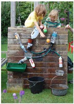 """Nach dem Motto """"Der Weg ist das Ziel"""" haben wir die Tolla-Wassermachine gebastelt. Hier seht ihr wie ihr auch einen Wasserverlauf aufbauen könnt."""
