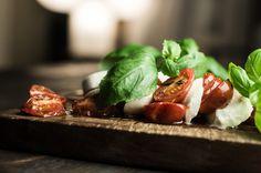 Mozzarellaa ja puoliksi kuivattuja tomaatteja – Nordic Atmosphere