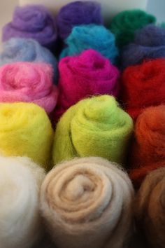 Items similar to Deluxe Needle felting kit include everything you need for needle felting on Etsy Sowing Projects, Art Projects, Yarn Crafts, Felt Crafts, Wool Felt, Roving Wool, Needle Felting Supplies, Toy Craft, Wet Felting