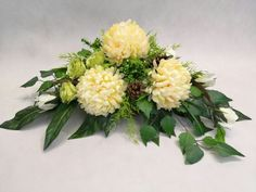 Grave Flowers, Funeral Flowers, Church Flower Arrangements, Floral Arrangements, Vence, Sympathy Flowers, Arte Floral, Ikebana, Diy And Crafts
