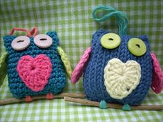Scraponique: Uiltjes, little owls, crocheted and knitted.