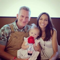 Joey Feek has emotional day that's sadness is lifted by Indiana snowfall.