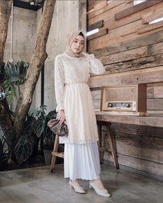classy outfits plus size Modern Hijab Fashion, Hijab Fashion Inspiration, Batik Fashion, Muslim Fashion, Modesty Fashion, Casual Hijab Outfit, Ootd Hijab, Elegant Maternity Dresses, Girls Fashion Clothes