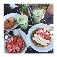 [DAY OFF]: On profite de ce week-end de 3jours et vous ?! #Eclipse_shoes #Goodmorning #week #instahome #weekend #sun #instamoment #fruits #breakfast #instadaily #instagood #fashionblogger #fashionblogging #ootd #vscocam #instafood #filmphotography #instabreak #style #stylish #design #lifestyle #decor #spring