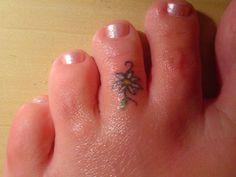 Small Toe Tattoos | SloDive: 26 Sensible Small Flower Tattoos