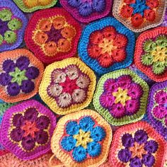 Lavender and Wild Rose: african flower / granny paperweight crochet [io] Crochet African Flowers, Crochet Flower Patterns, Crochet Flowers, Crochet Ideas, Love Crochet, Crochet Motif, Crochet Afghans, Crochet Granny, Flower Granny Square