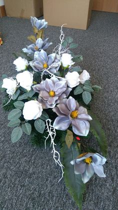 Funeral Flowers, Wedding Flowers, Grave Decorations, Ikebana, Floral Arrangements, Diy And Crafts, Centerpieces, Garden, Plants