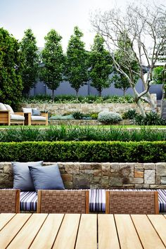 There are lots of affordable backyard landscaping ideas you can look into. For a backyard landscape upgrade, you don't need to spend so much cash to get an outdoor look that is easy and affordable. Modern Landscape Design, Modern Garden Design, Landscape Plans, Contemporary Garden, Landscape On A Slope, Bamboo Landscape, Minimalist Landscape, Landscape Edging, Modern Minimalist
