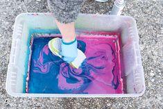 Spray Paint Shoes, Spray Paint Canvas, Diy Spray Paint, Spray Painting, Hydro Painting, Bottle Painting, Diy Hydro Dipping, Spray Painted Bottles, Diy Tie Dye Techniques