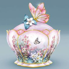 Porcelain Butterfly Music Box by Lena Liu Musical Jewelry Box, Music Jewelry, Butterfly Music, Objets Antiques, Antique Music Box, Faberge Eier, Pretty Box, China Painting, Jewellery Boxes