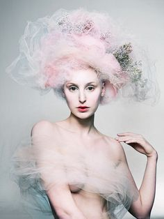 "Die Farbkombinationen - schöne Shootingidee  Laura Carmichael photographed by Mert and Marcus""Tulle"""