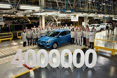Sale de la fábrica de Palencia el Renault Mégane número cuatro millones | QuintaMarcha.com