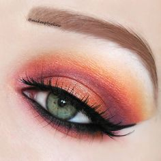 """""""Close up of yesterdays look ♣@houseoflashes noir fairy ♠@sleekmakeup ultra mattes v1 & v2 palette ▶@zoevacosmetics sienna pigment ★@nyxcosmetics slide…"""""""